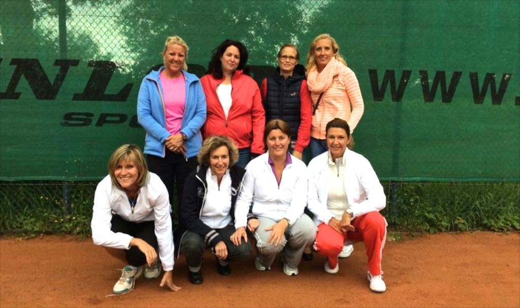 Hinten v.l.n.r.: Birgit Jochens, Britta Bissot, Barbara Mundt-Montag, Steffi Schröder Vorne v.l.n.r.: Birgit Wienands, Claudia Evertz, Vera Jacobs, Myriam Haeffs